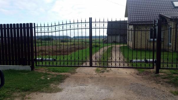 tvoru-montavimas-metaline-tvora-ir-vartai